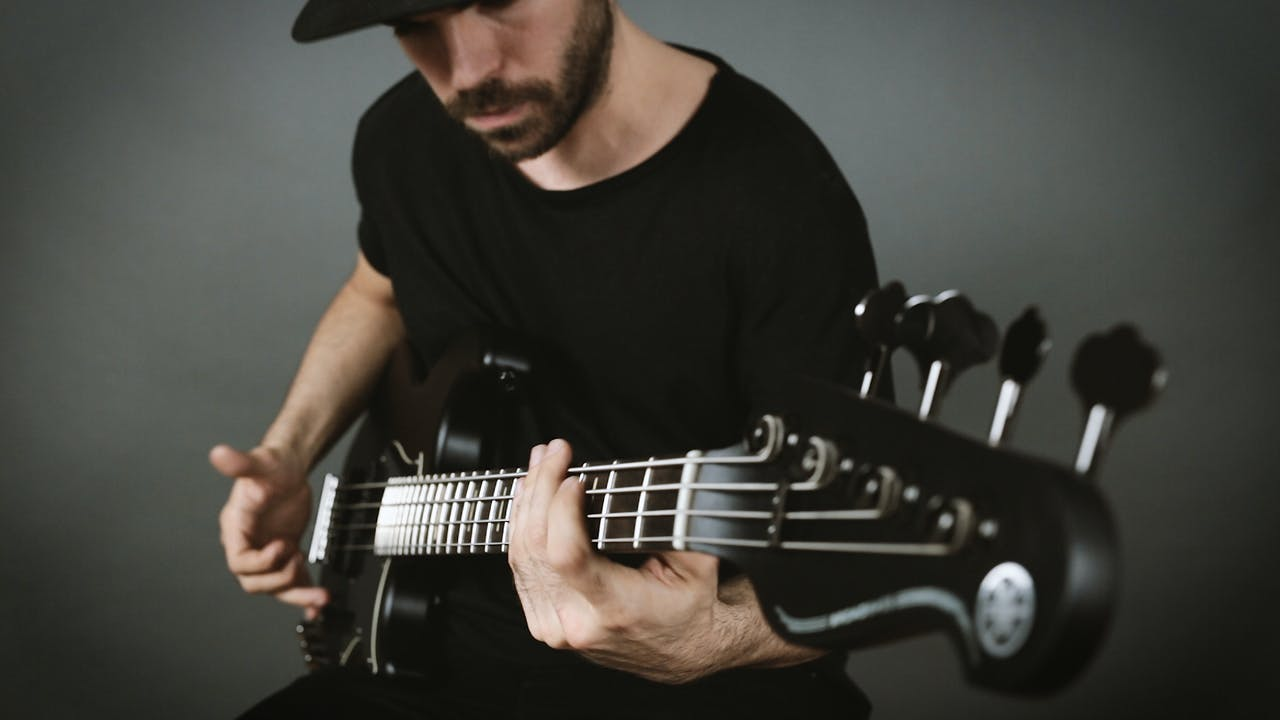 Repertorio - Miki Santamaria - Extreme Slap Bass Solo